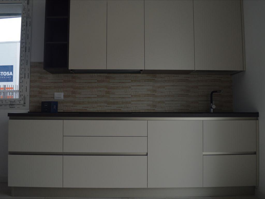 cucina-lineare-angolare-snack-moderna-infinity-pet-cachemere-cemento-vulcan-melegnano-lodi-1