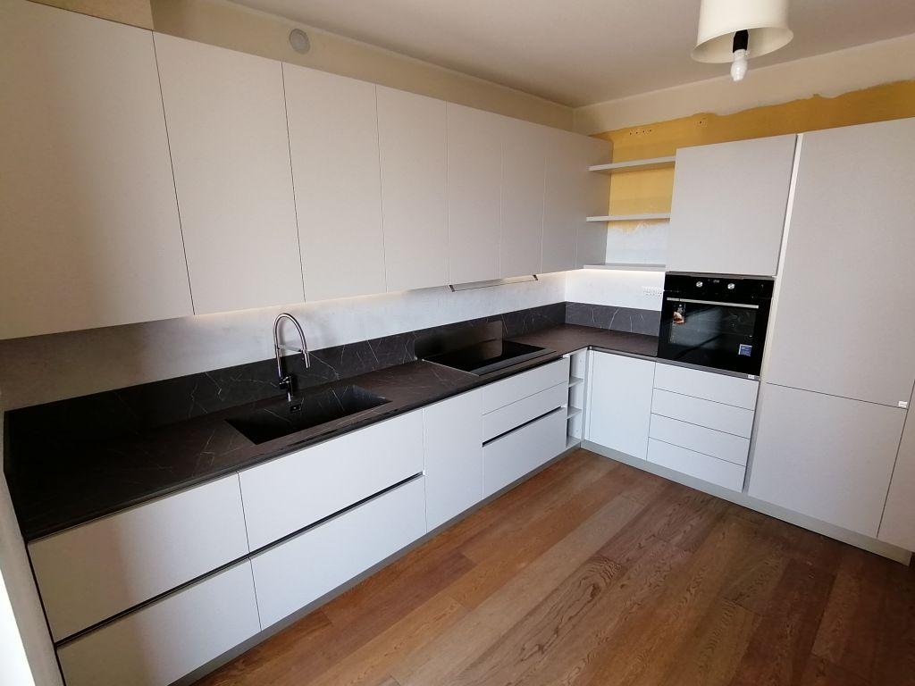 cucina-angolare-moderna-infinity-pet-hpl-cachemere-grafite-brown-peschiera-borromeo-1