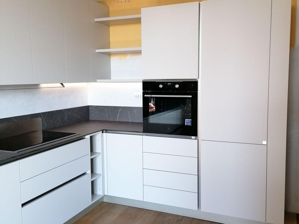 cucina-angolare-moderna-infinity-pet-hpl-cachemere-grafite-brown-peschiera-borromeo-2