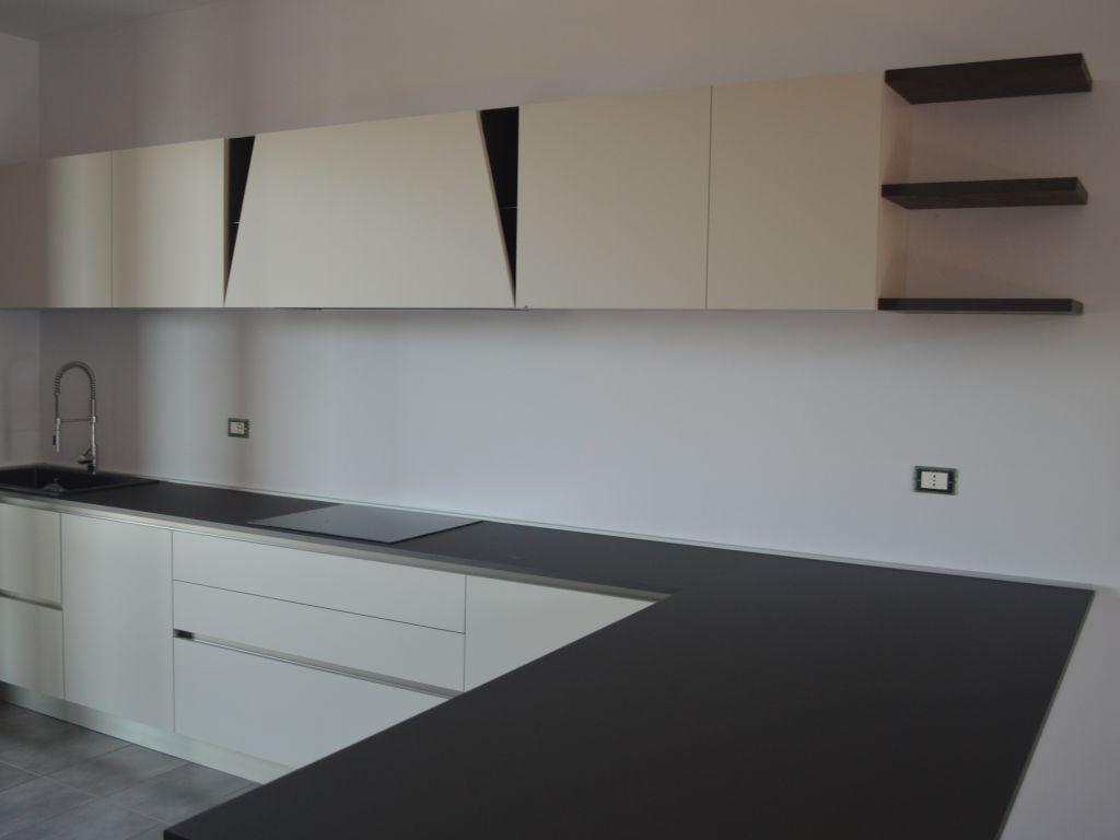 cucina-lineare-angolare-penisola-moderna-infinity-pet-cachemere-cemento-vulcan-melegnano-lodi-1
