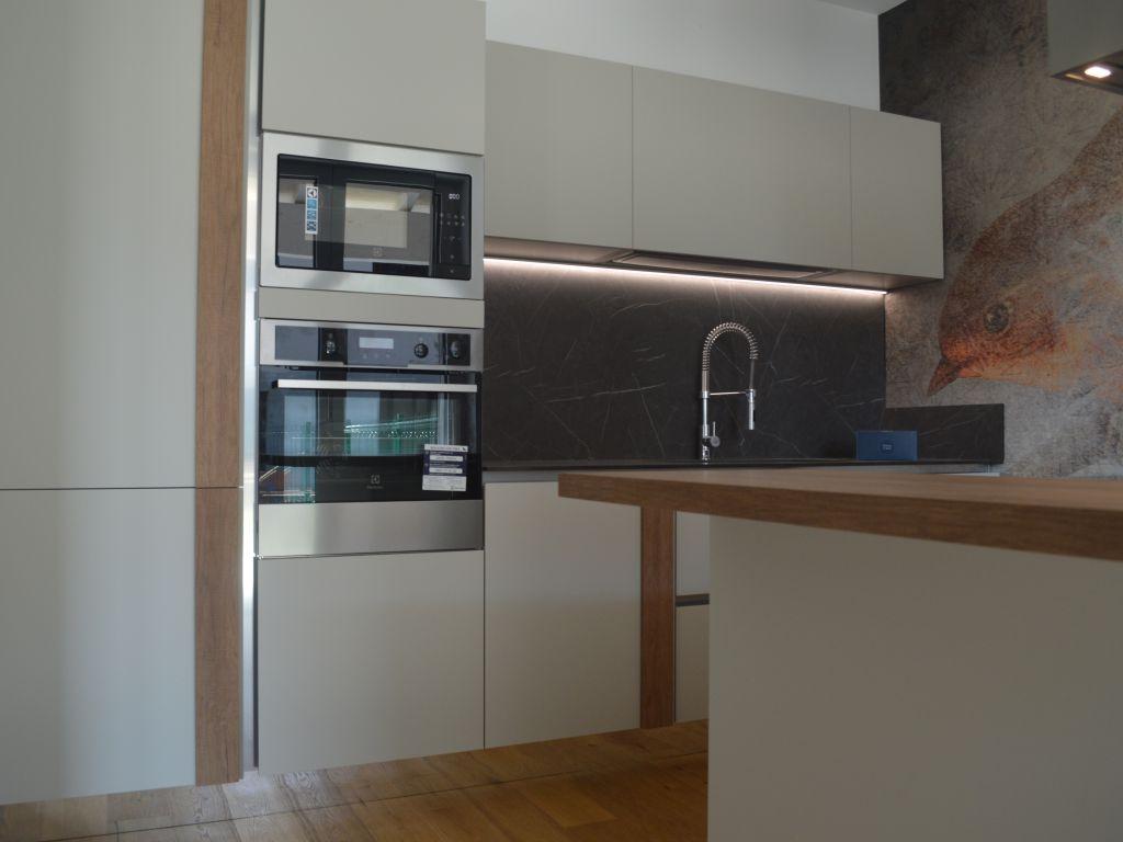 cucina-lineare-isola-snack-moderna-infinity-pet-cachemere-opaco-rovere-nodato-melegnano-lodi-1